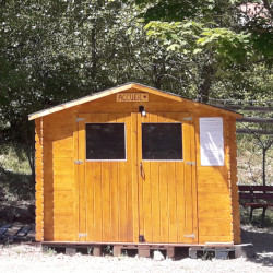 Cabane de la permanence accueil du camping