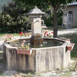 Place de la fontaine à Miscon